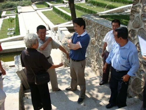 市局领导到园区视察铁军纪念园建设情况2