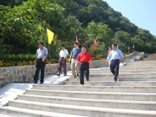 市局领导到园区视察铁军纪念园建设情况4