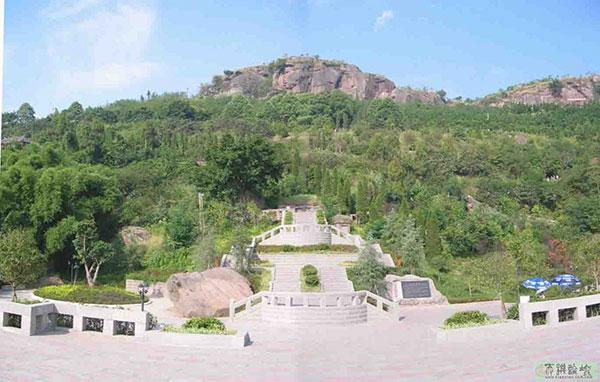 邓小平祖坟风水-佛手山-邓公的奶奶与父母坟